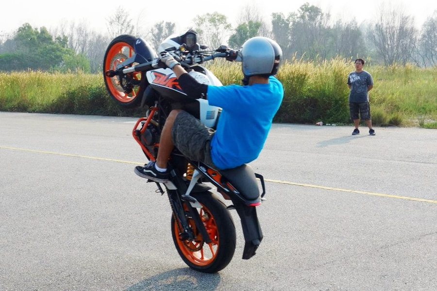 KTM Duke 200 Wheelie
