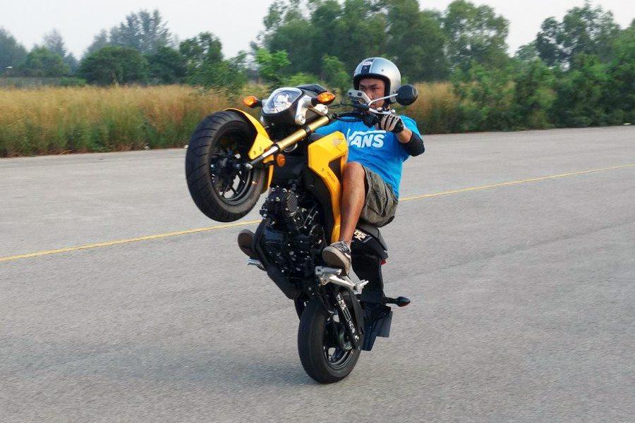 Honda MSX 125 Wheelie Fun